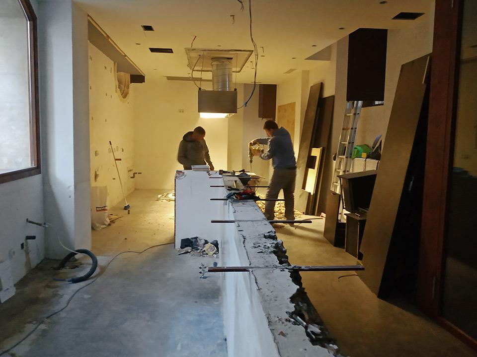 Trabajos de demolición en un bar en el centro de Palma de Mallorca