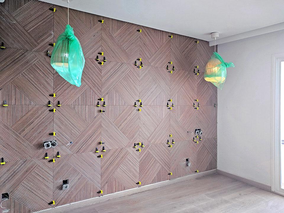 Alicatados en habitación de hotel de diseño en Cala Murada Mallorca