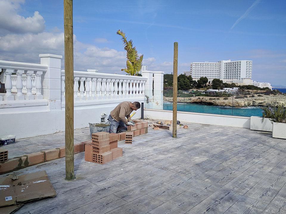 Construcción barra de piscina en hotel de diseño en Cala Murada Mallorca